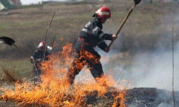 pompieri-incendiu-miristi-600x367-600x360